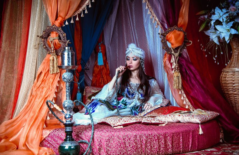 girl-and-hookah-1390802_1920